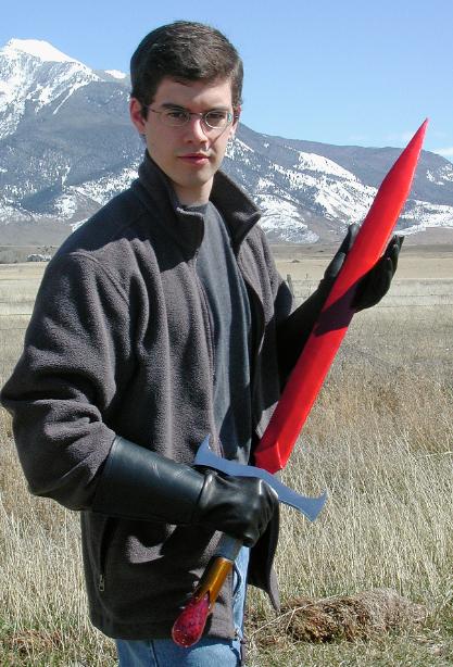 Christopher Paolini posando con Zar'roc en Montana